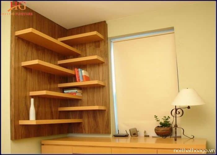 Kệ gỗ góc tường kết hợp với miếng gỗ ốp tường