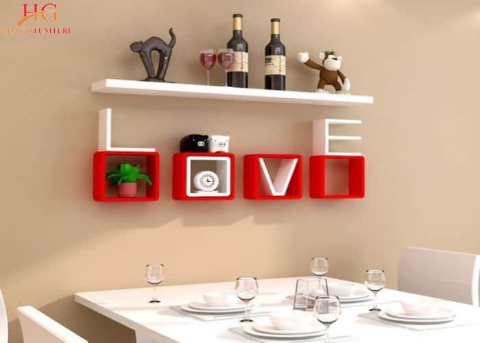 Mẫu kệ gỗ treo tường handmade chữ love