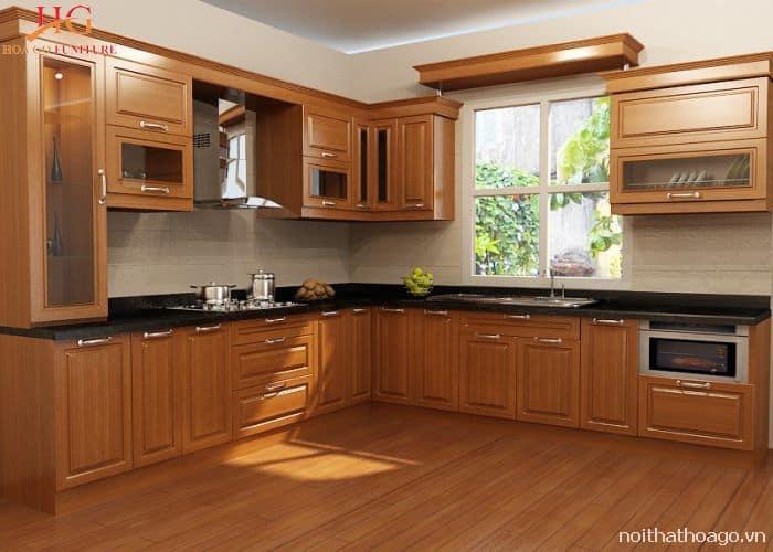 Mẫu tủ bếp gỗ Xoan đào kết hợp với mặt đá hoa cương màu đen