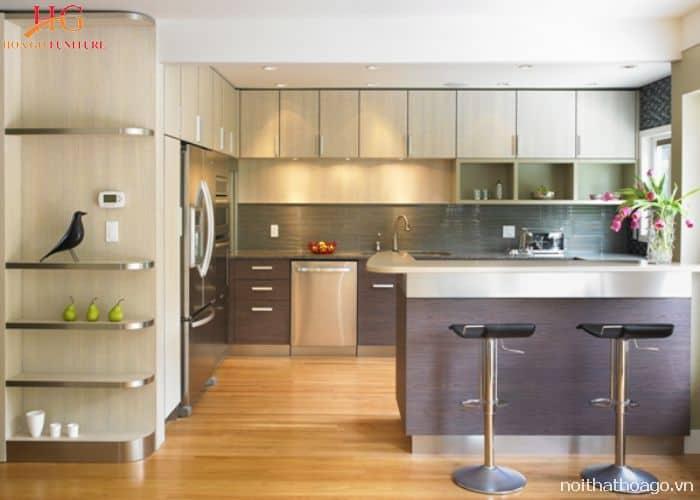 Mẫu tủ bếp gia đình chữ L hiện đại với đảo bếp độc lập