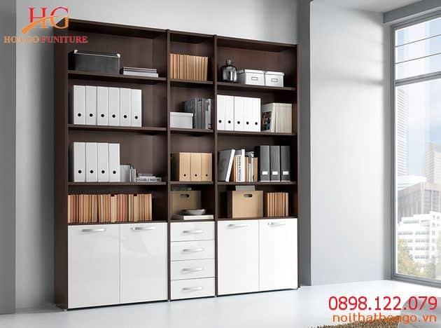 Bạn nên lựa chọn tủ kính để dễ dàng tìm kiếm tài liệu khi cần. Thiết bị nội thất văn phòng