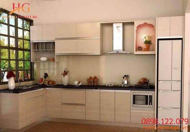 Sản phẩm trang trí nội thất kệ tủ bếp gỗ công nghiệp thường đẹp hơn nhưng chưa chắc đã bền bằng kệ tủ bếp gỗ cao cấp