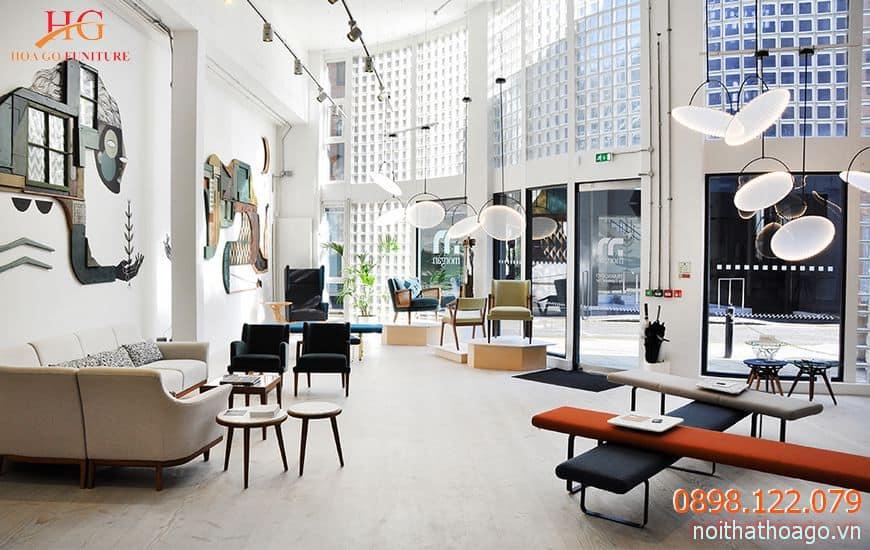 Việc bày trí sản phẩm trong không gian nội thất sang trọng giúp nâng tầm giá trị sản phẩm