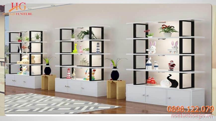 Chất liệu tủ kệ bằng gỗ hoặc mica sẽ giúp tôn lên giá trị sản phẩm