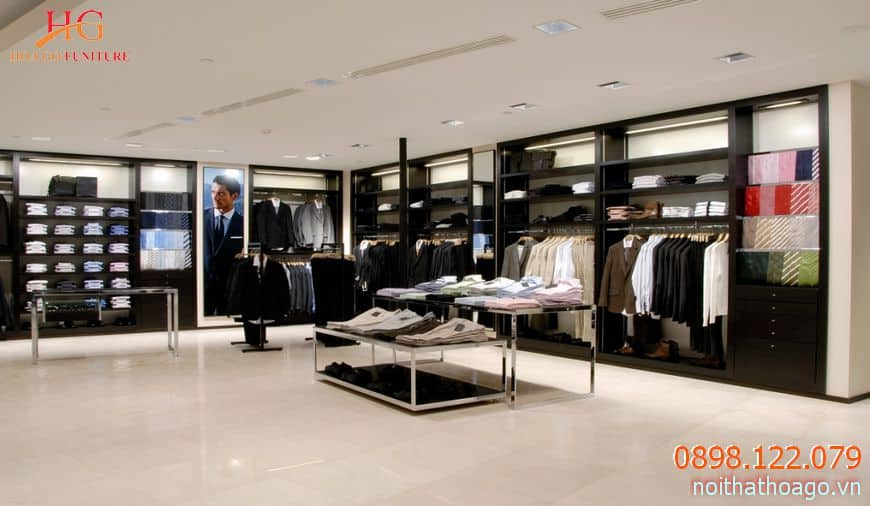 Tủ kệ bằng gỗ sẽ mang đến vẻ đẹp sang trọng không chỉ cho sản phẩm mà còn tôn lên không gian của cửa hàng