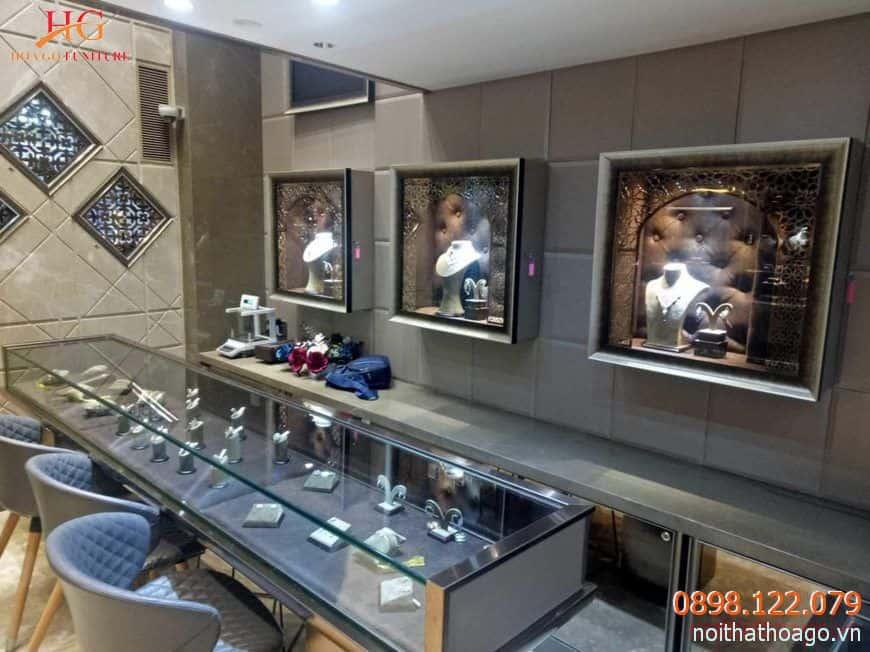 Tủ kệ trưng bày vừa là nơi lưu trữ, bảo quản, vừa giúp nâng giá trị của trang sức