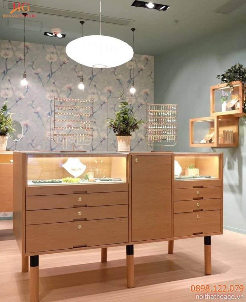 Tủ kính trưng bày trang sức dạng ngang, kết hợp nhiều hộc tủ