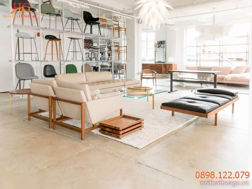 Kệ trưng bày và tủ hàng giúp khách hàng có những trải nghiệm hoàn hảo tại showroom