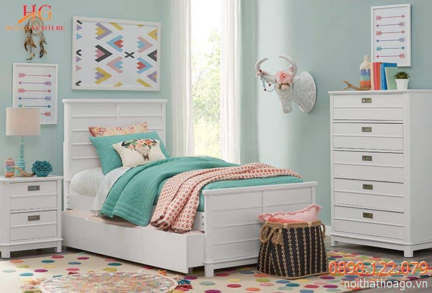 Nội thất giường đôi rộng rãi và ấm cúng