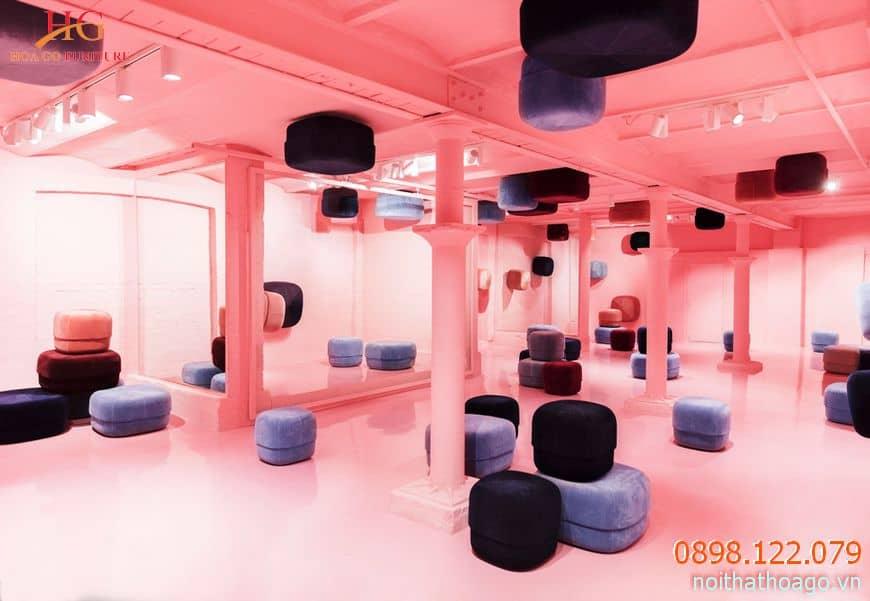 Showroom chuộng sử dụng những gam màu đối lập, mang đến cảm giác ấn tượng