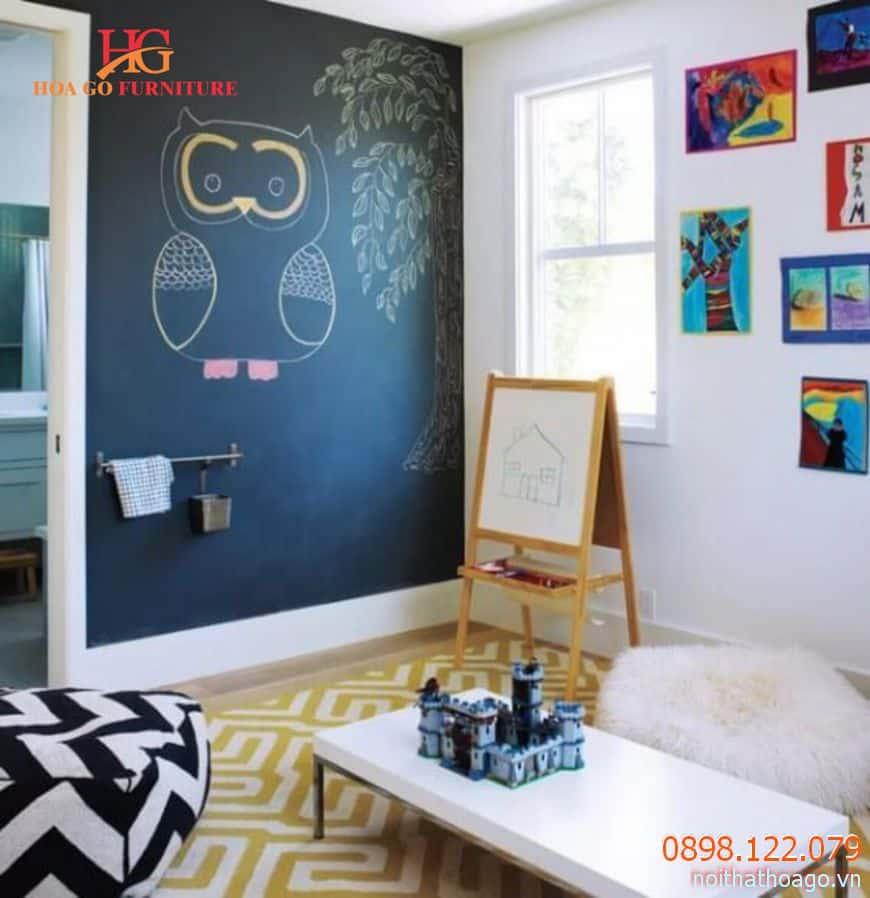 Trang trí một tấm bảng đen sẽ làm bức tường trở nên nổi bật hẳn lên