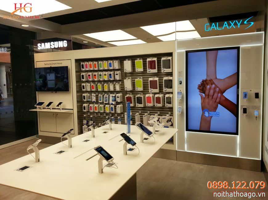 Quầy trưng bày đơn giản, tập trung sự chú ý của khách hàng vào sản phẩm chính
