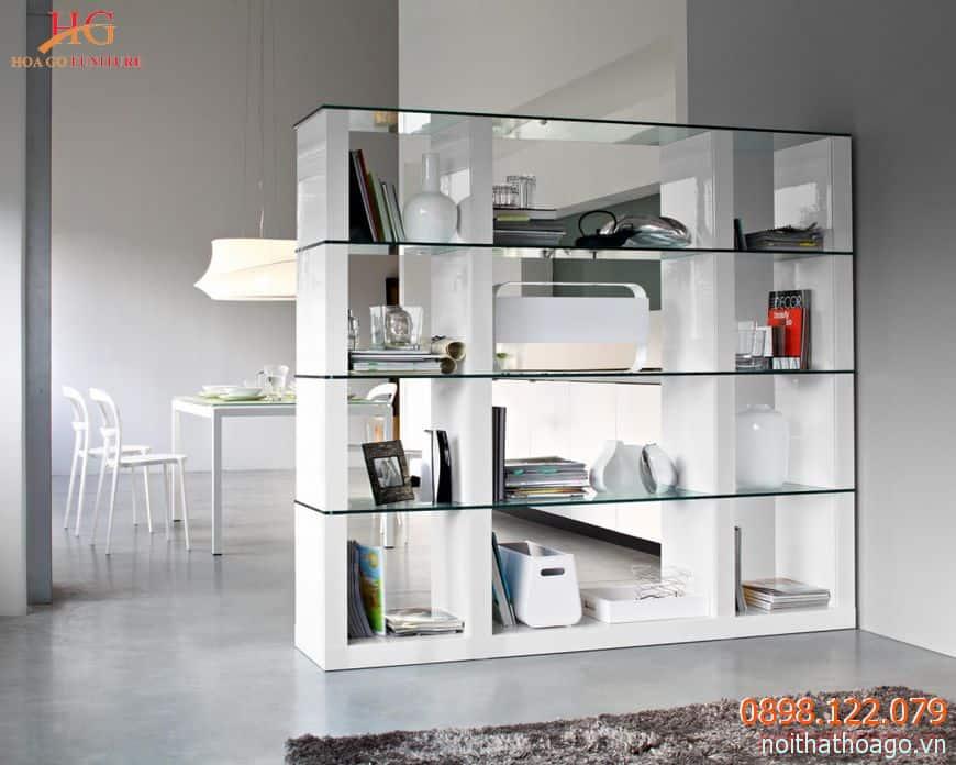 Quầy trưng bày với tủ hộp bằng gỗ và mặt kính