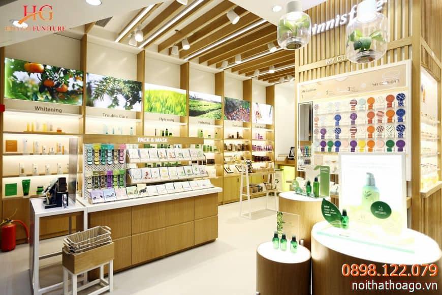 Nguồn sáng là yếu tố rất quan trọng trong thiết kế nội thất cửa hàng