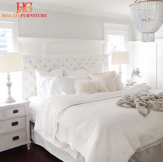 Chọn nội thất màu trắng cho phòng ngủ sẽ tạo ra cảm giác rộng rãi