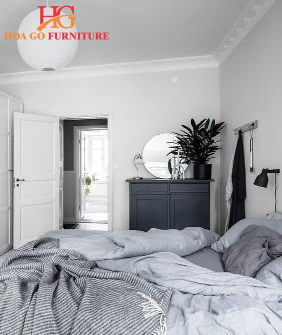 sử dụng màu trắng sáng là bí quyết để tạo nên không gian phòng ngủ rộng rãi